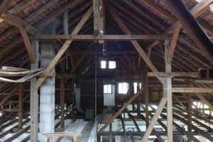 Der alte Dachstuhl vor dem Umbau: dringend sanierungsbedürftigFoto: Zimmerei Schleh