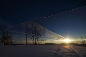"""Das Casa Invisibile von DMAA fügt sich in manchen Lichtmomenten und aus der richtigen Perspektive nahezu unsichtbar in die Landschaft ein <span class=""""bildnachweis""""></span>"""