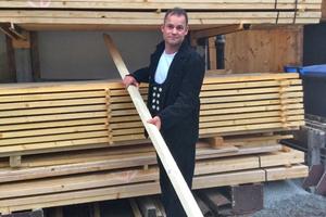 Bernhard Karmann von der Zimmerei Karmann (www.karmann-zimmerei.de) hat mit seinem Team das Modulare Oberlicht-Systems von Velux im Rahmen des Neubaus der Kantine der Firma Salus-Haus montiert