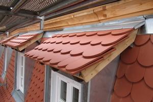 Mit Biberschwanz eingedeckte Dachgauben