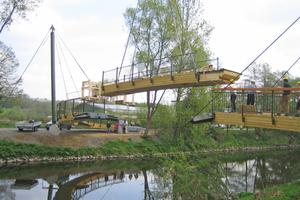 Montage des letzten Teilstücks der Aggerbogenbrücke<br /> <br />