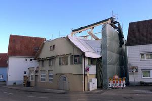 """Während der Bauzeit: das alte Dach ist zurück gebaut, das neue entsteht <span class=""""bildnachweis"""">Fotos (3): Samuel Herbrich</span>"""