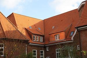 Das Gemeindehaus, mit neuen Ziegeln eingedecktFoto: Thorsten Mischke, Kiel