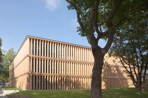 """Das Rupert-Neß-Gymnasium hat im Wettbewerb """"HolzbauPlus"""" vor zwei Jahren eine Lobende Erwähnung in der Kategorie """"Öffentliches Bauen - Neubau"""" erhalten        Foto: FNR / Quirin Leppert"""