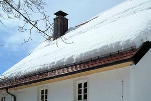 """In Regionen mit hoher Schnee- und Windlast sind bei der Planung eines Dachstockes Abhebenachweise erforderlich<span class=""""bildnachweis"""">Foto: Erlus </span>"""