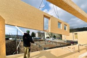 Die vorgefertigten Elemente wurden von Holzbau Saurer aus Höfen (AT) angeliefert und montiert <br />