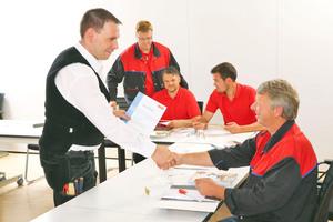 """Das Seminar """"Steil nach oben – Image und PR im Dachhandwerk"""" unterstützt die Teilnehmer bei der eigenen Pressearbeit⇥Foto: Velux"""