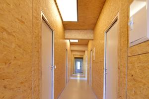 Im Gebäude befinden sich zwei Kücheneinheiten, ein Haushaltsraum, acht Badezimmer sowie 22 Schlafzimmer und ein Gemeinschaftsraum <br />