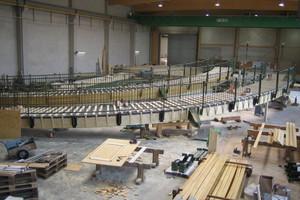 ausgelegte Brückenteile in der Werkshalle<br />