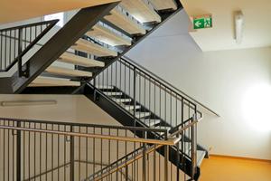 Freundlich gestaltete Böden im Treppenhaus