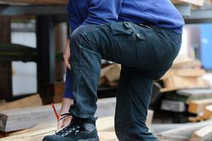 Ob Männer- oder Frauenfußschutz: Der Schuh muss schützen, bequem und trittsicher seinFotos: Elten