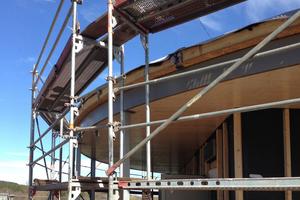 """Die Dachbahn wird über den Dachrand hinweg geführt<span class=""""bildnachweis"""">Fotos: Alwitra</span>"""
